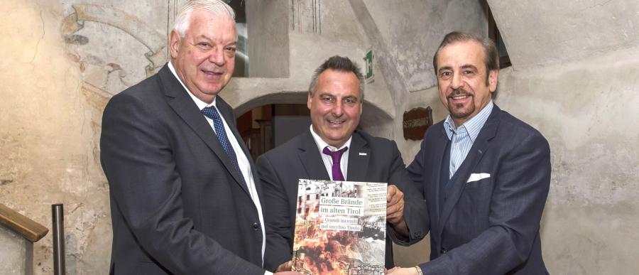 Martin Reiter, Ennio Lappi und Mario Gusmerotti mit Buch