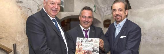 Reiter, Lappi und Gusmarotti mit Buch